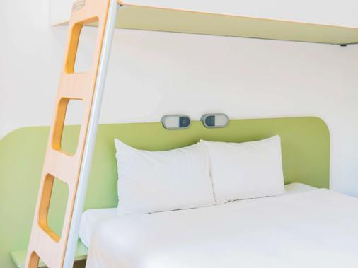 赫罗纳布拉瓦海岸宜必思快捷酒店 - 赫罗纳 - 睡房