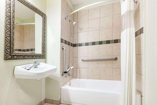 泰勒贝蒙特套房酒店 - 泰勒 - 浴室
