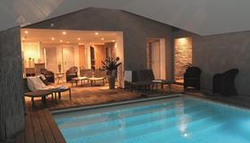 安塔尔温泉酒店 - 翁弗勒尔 - 游泳池
