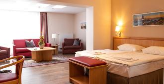布达特斯加特餐厅酒店 - 汉堡 - 睡房