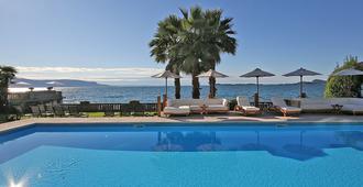卡普里别墅酒店 - 加尔多内-里维耶拉 - 游泳池