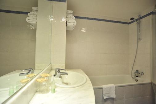 马德里钟楼阿尔卡拉德埃纳雷斯酒店 - 埃纳雷斯堡 - 浴室