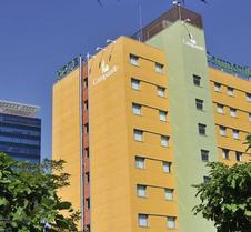 马德里钟楼阿尔卡拉德埃纳雷斯酒店