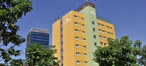 马德里钟楼阿尔卡拉德埃纳雷斯酒店 - 埃纳雷斯堡 - 建筑