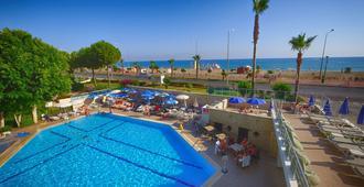 蓝天大酒店 - 阿拉尼亚 - 游泳池