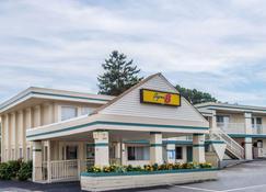 西雅茅斯海恩尼斯-科德角速8酒店 - 西雅茅斯 - 建筑