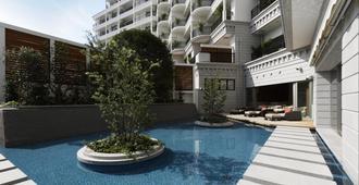 神户港口套房酒店 - 神户 - 游泳池