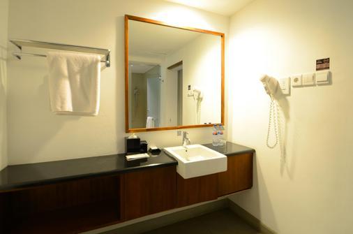 新绿翡翠仙图市酒店 - 茂物 - 浴室