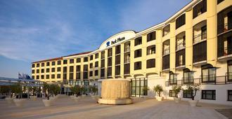 普拉希斯特里亚公园广场酒店 - 普拉