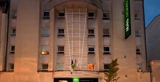 卢森堡中心火车站宜必思尚品酒店 - 卢森堡 - 建筑