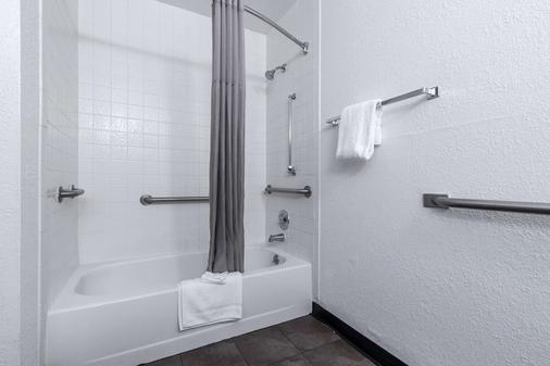 亚特兰大东北诺克罗斯6号汽车旅馆 - 诺克罗斯 - 浴室