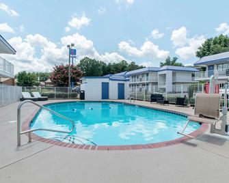 亚特兰大东北诺克罗斯6号汽车旅馆 - 诺克罗斯 - 游泳池