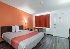亚特兰大东北诺克罗斯6号汽车旅馆 - 诺克罗斯 - 睡房