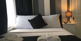 松木旅馆 - 豪士罗 - 睡房