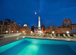印第安纳波利斯市中心喜来登酒店 - 印第安纳波利斯 - 游泳池