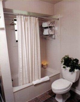 葡萄园设计型套房酒店 - 大学城 - 浴室