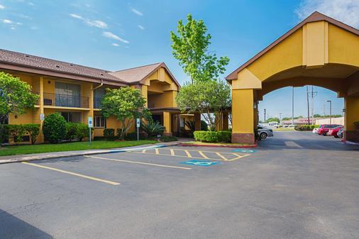 雷利安特公园/医学中心质量酒店 - 休斯顿 - 建筑