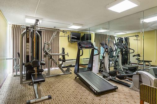 雷利安特公园/医学中心质量酒店 - 休斯顿 - 健身房