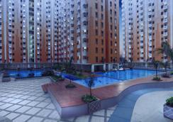 贝克西艾哈迈德亚尼最爱酒店 - 贝克西 - 游泳池