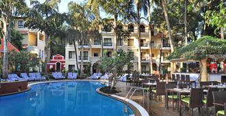 果阿恰恩多利姆丽笙公园酒店 - 坎多林 - 游泳池