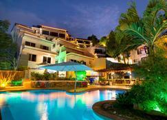 拉古纳别墅豪华潜水Spa度假别墅 - 加莱拉港 - 游泳池
