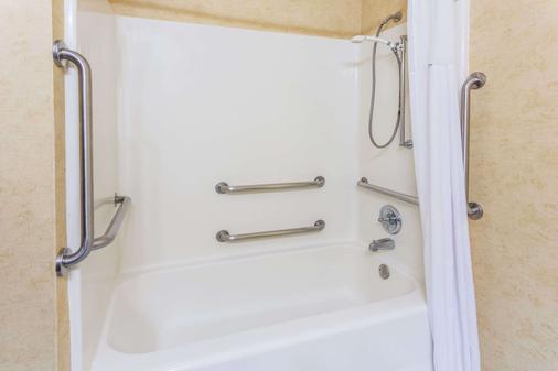 温哥华戴斯套房酒店 - 温哥华 - 浴室