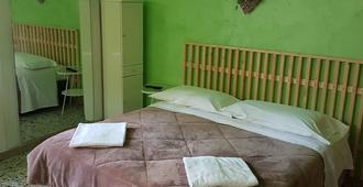 圣托斯卡纳家庭旅馆 - 维罗纳 - 睡房