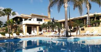 查尔斯度假别墅 - 马尔萨拉 - 游泳池