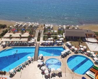 诺辛克斯里 Spa 海滩酒店 - Menderes - 游泳池
