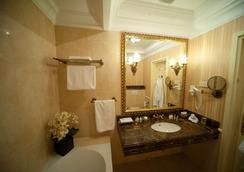 诺比利斯酒店 - 利沃夫 - 睡房