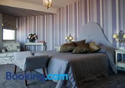 拉奎拉波尔图雷斯蒙酒店 - 罗希姆诺 - 睡房