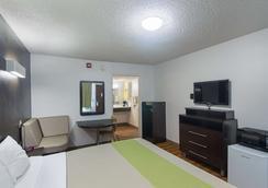 俄克拉何马城机场6号公寓酒店 - 奥克拉荷马市 - 睡房