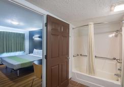 俄克拉何马城机场6号公寓酒店 - 奥克拉荷马市 - 浴室