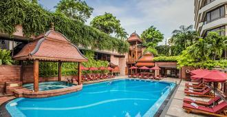 曼谷龙马大酒店 - 曼谷 - 游泳池