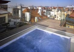 布拉格徽章酒店 - 布拉格 - 游泳池