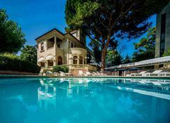 德拉威乐酒店 - 里乔内 - 游泳池