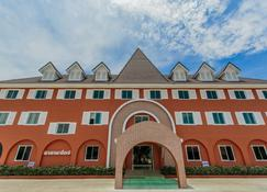 他达城堡酒店 - 武里南 - 建筑