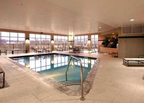Cambria Hotel Columbus Polaris - 哥伦布 - 游泳池