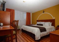 卡勒里拉莫雷利亚豪生国际酒店 - 莫雷利亚 - 睡房