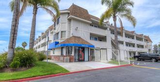 圣迭戈-丘拉维斯塔6号汽车旅馆 - 丘拉维斯塔 - 建筑