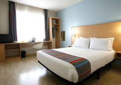 托里拉古纳旅程住宿酒店 - 马德里 - 睡房