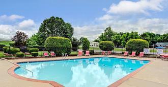 默夫里斯伯勒华美达酒店 - 默夫里斯伯勒 - 游泳池