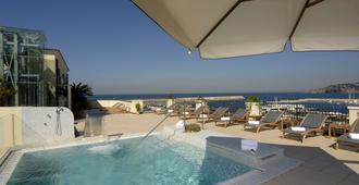 卡罗琳娜别墅酒店 - 福利奥 - 游泳池