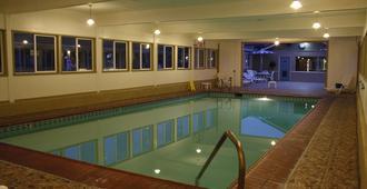 埃尔卡斯特尔汽车旅馆 - 蒙特雷 - 游泳池