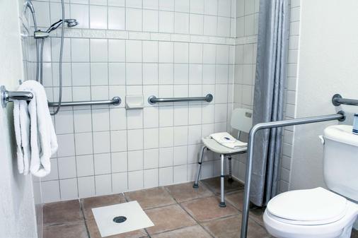 比舍普6号汽车旅馆 - 毕夏普 - 浴室
