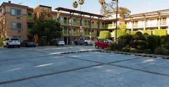 鹰石市贝斯特韦斯特普拉斯酒店 - 洛杉矶 - 建筑