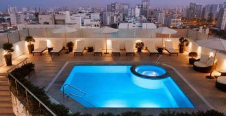 温德姆利马太阳海岸酒店 - 利马 - 游泳池
