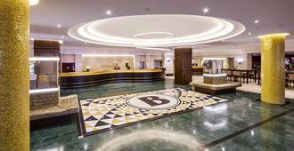 柏林布里斯托尔凯宾斯基酒店 - 柏林 - 大厅