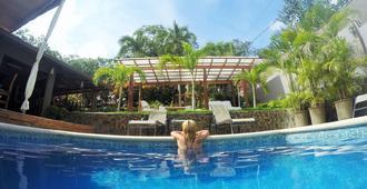 塔马林多阿科伊里斯酒店 - 塔马林多 - 游泳池