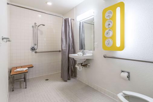 埃尔森特罗6号汽车旅馆 - 埃尔森特罗 - 浴室